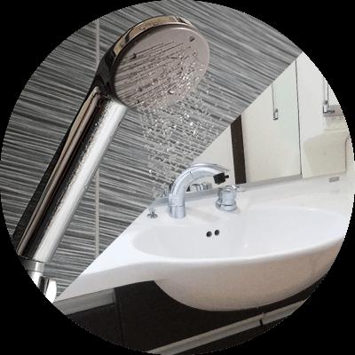 清潔なシャワー・洗面所もご自由にお使い頂けます。